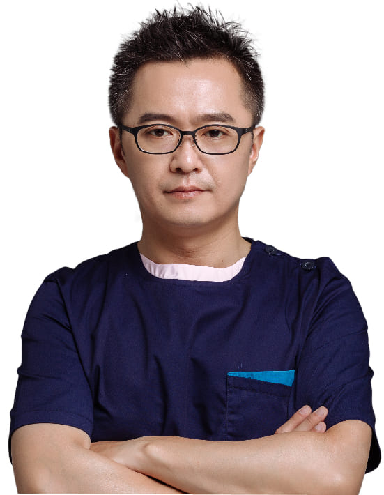 佳思優總院長黃仁吳醫師提醒您,隆乳前應慎選經驗豐富的專業整形外科醫師進行一對一完整諮詢