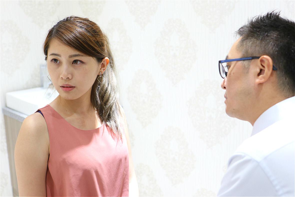 與佳思優診所院長黃仁吳醫師諮詢玻尿酸隆鼻