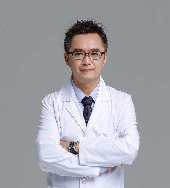 零負評黃仁吳醫師X善於眼部精雕、曲線雕塑與內視鏡隆乳手術