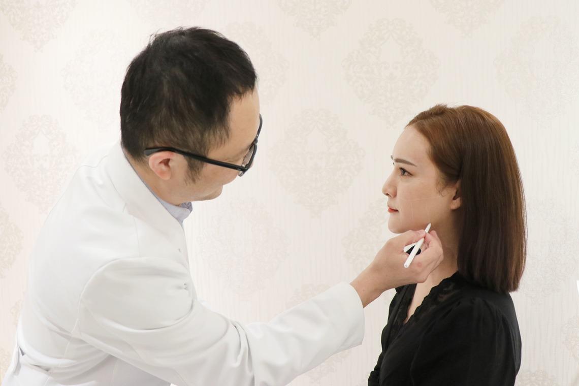 施打海芙音波拉提前,郭聿書醫師依個人需求,仔細評估