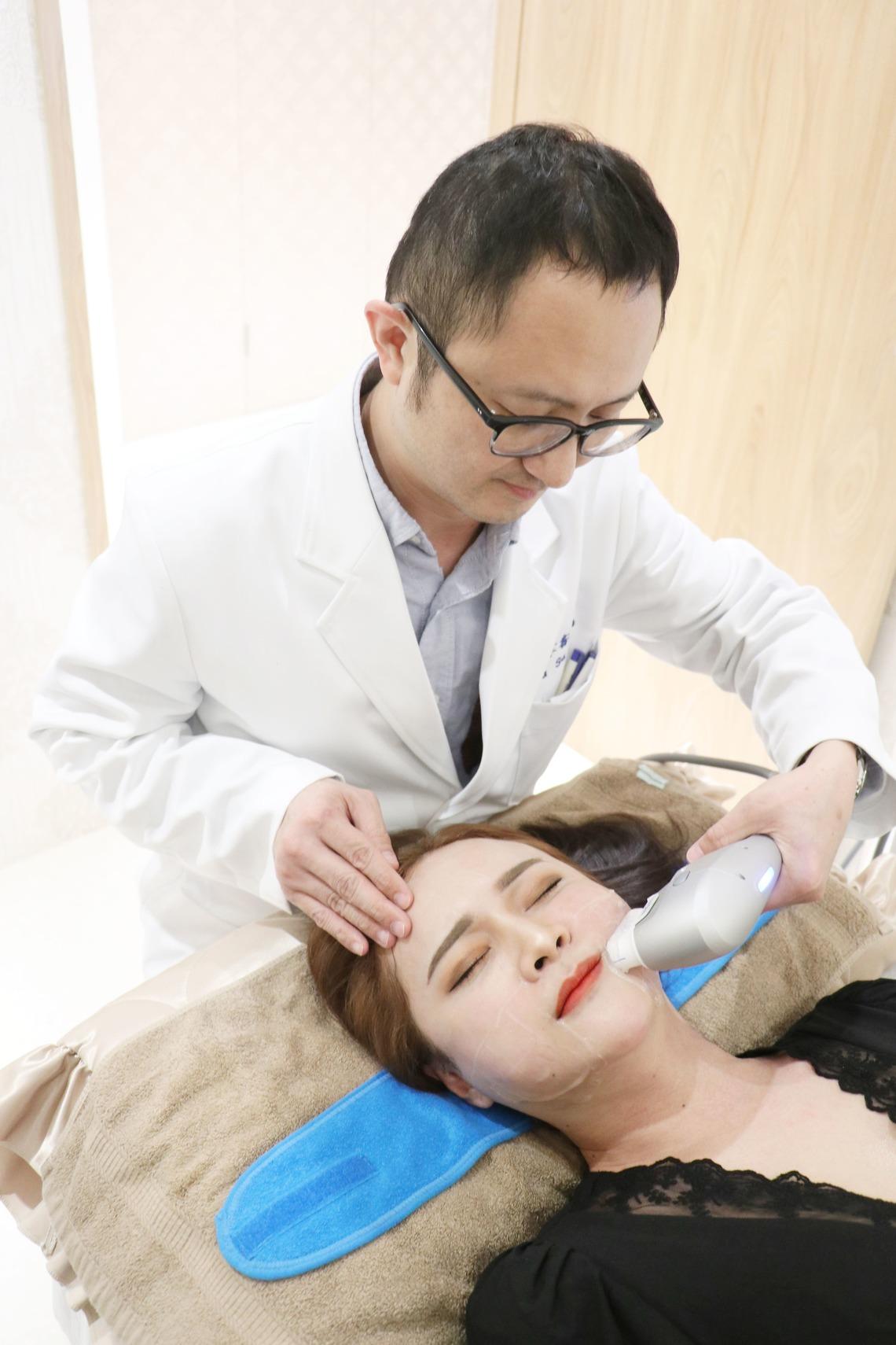 郭聿書醫師依個人需求,調整施打海芙音波拉提
